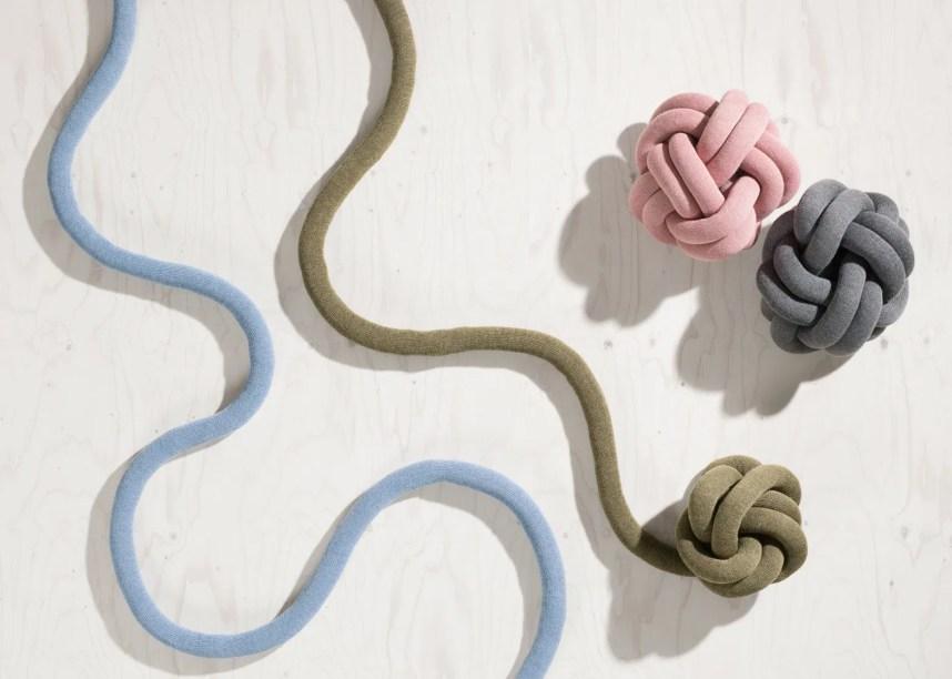 knot-pillow-details