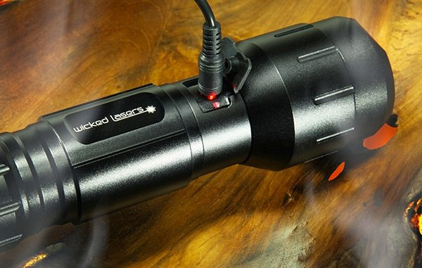 wickedlasers_torch-charging2