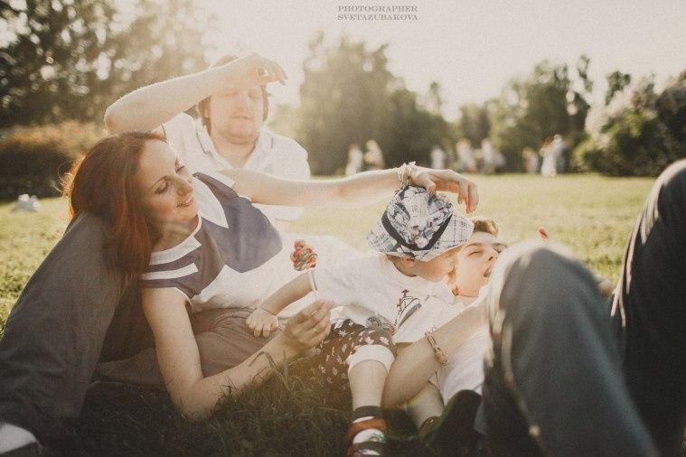 Лететь от счастья: семейная летняя съёмка