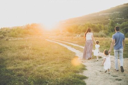 Счастливое солнце: быть родителями двух девочек