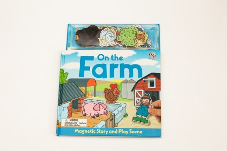 Книжная полка мамы: книга-магнит «On the farm»