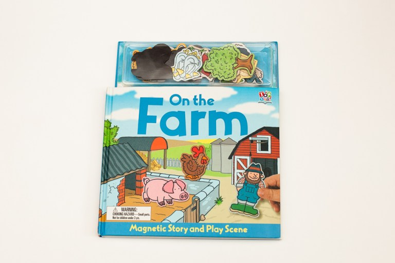 Книжная полка мамы: книга-магнит «On the farm»