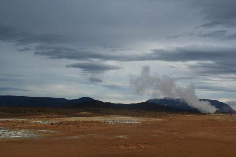 Остров вулканов и водопадов : путешествие по Исландии автостопом