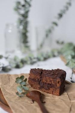 shokoladnyj-tort-s-chernoslivom-12