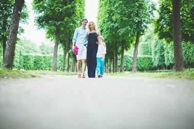 В ожидании сестры: семейная съемка Лео и его родителей