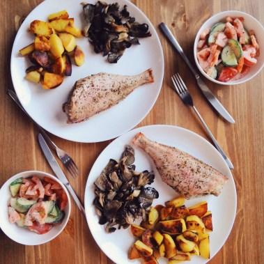 okun-s-kartofelem-i-svezhij-salat