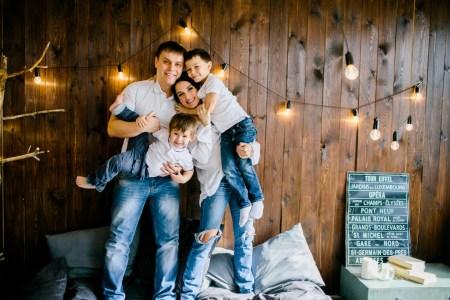 Одним счастливым утром: Саша и Андрей с родителями