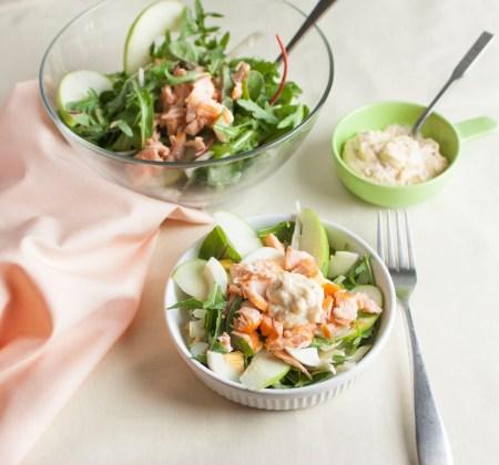 Рецепт хрустящего салата с красной рыбой и фенхелем