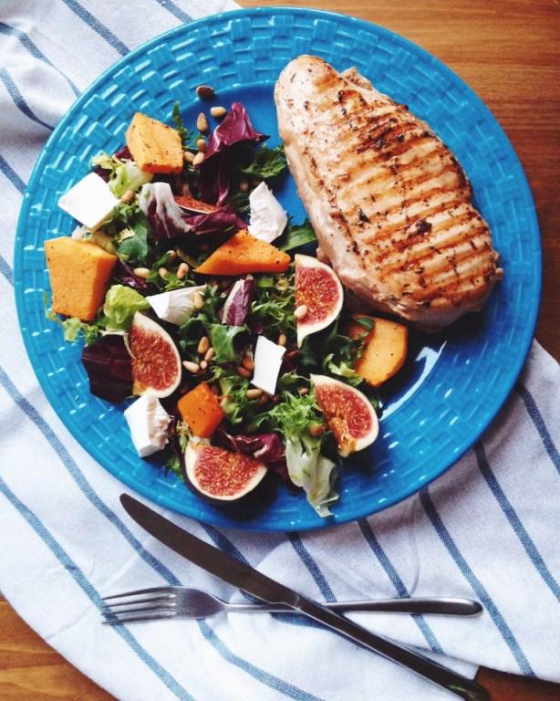 Салат с тыквой, брынзой и инжиром, и куриное филе в остро-пряном маринаде