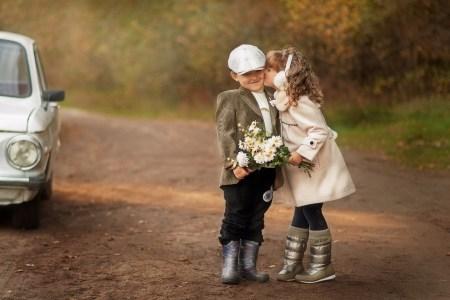 Мальчик, девочка, цветы…