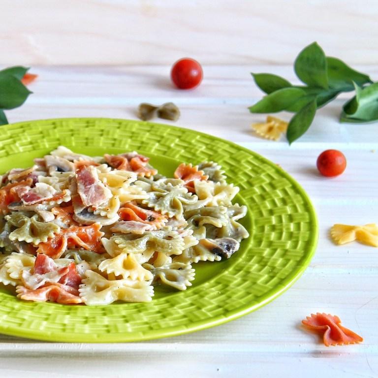 Готовим вместе: паста с беконом и грибами в сливочно-чесночном соусе