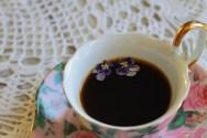 Зимнее чаепитие с фиалками