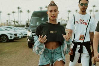 Gone are the days where festival-gear included glitter, feathers and over-the-top costumes; now we are seeing more simple and chic trends. Image: @haileybaldwin.