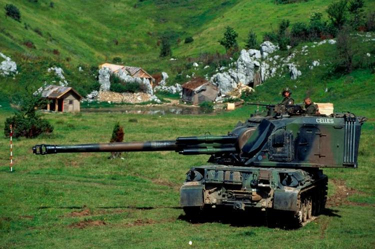 Canon automoteur AUF1 tirant des obus de 155 mm. Crédit : 40e RA.