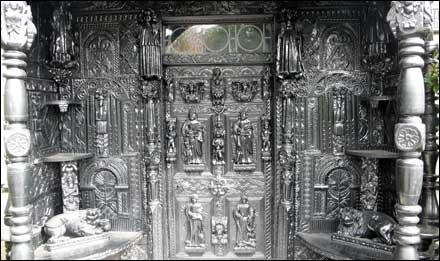 Plas Newydd door detail