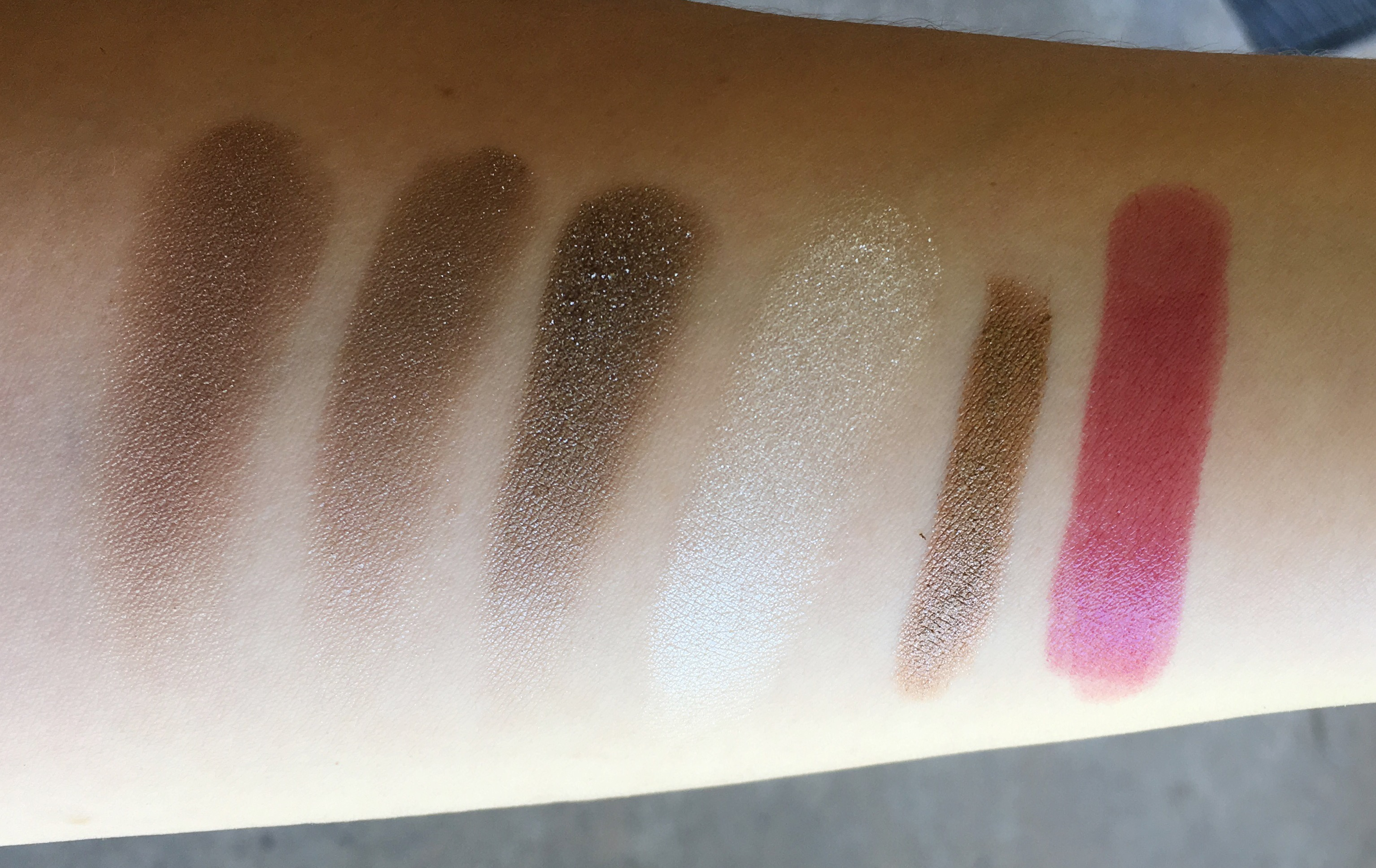 Burberry swatches in outdoor shade (l to r) Pale Barley, Nude (dry), Nude (wet), S/S 2016 Runway Palette White, Eye Colour Contour Pale Copper, Kisses Sheer Boysenberry