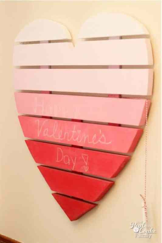 Heart Shaped Chalkboard featured on 25 Valentine's Day Crafts from The Best Blog Recipes