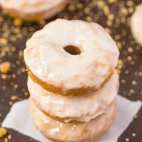 Healthy Flourless Cinnamon Bun Breakfast Doughnuts