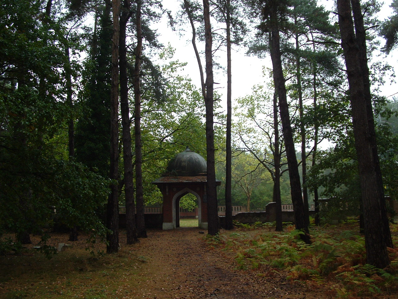 woking muslim The story of the newly restored muslim burial ground and peace garden on horsell common in woking.