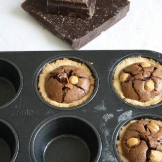 Crostatine al cioccolato e nocciole (più due parole su come tostare la frutta secca)