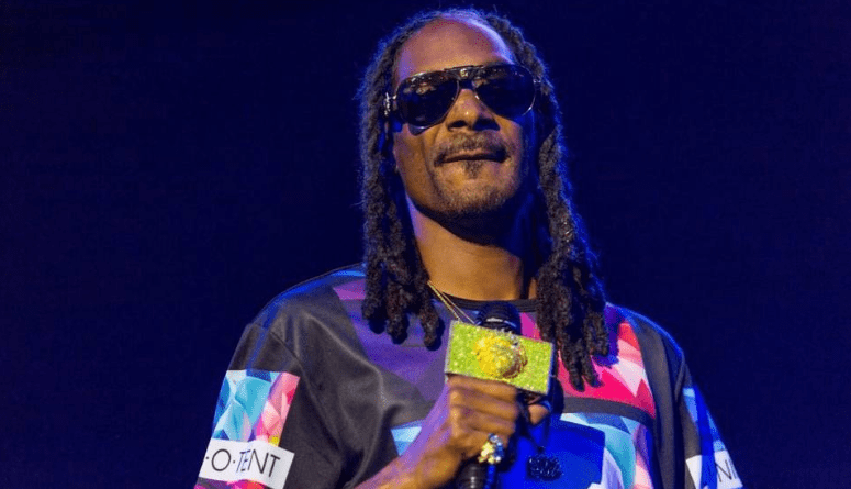 Snoop Dogg, Wiz Khalifa throw a marijuana-themed party in KCStar