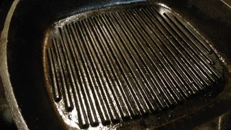 Heating grill pan