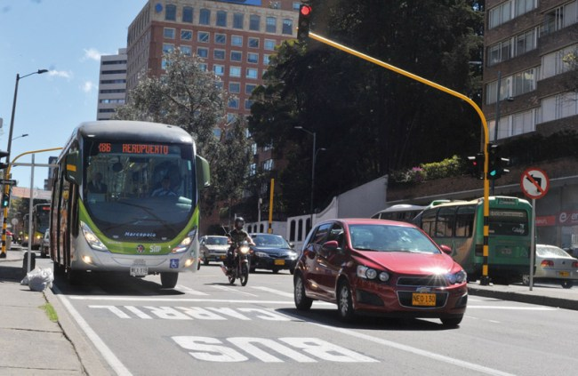 A new bus lane generates debate over mobility.