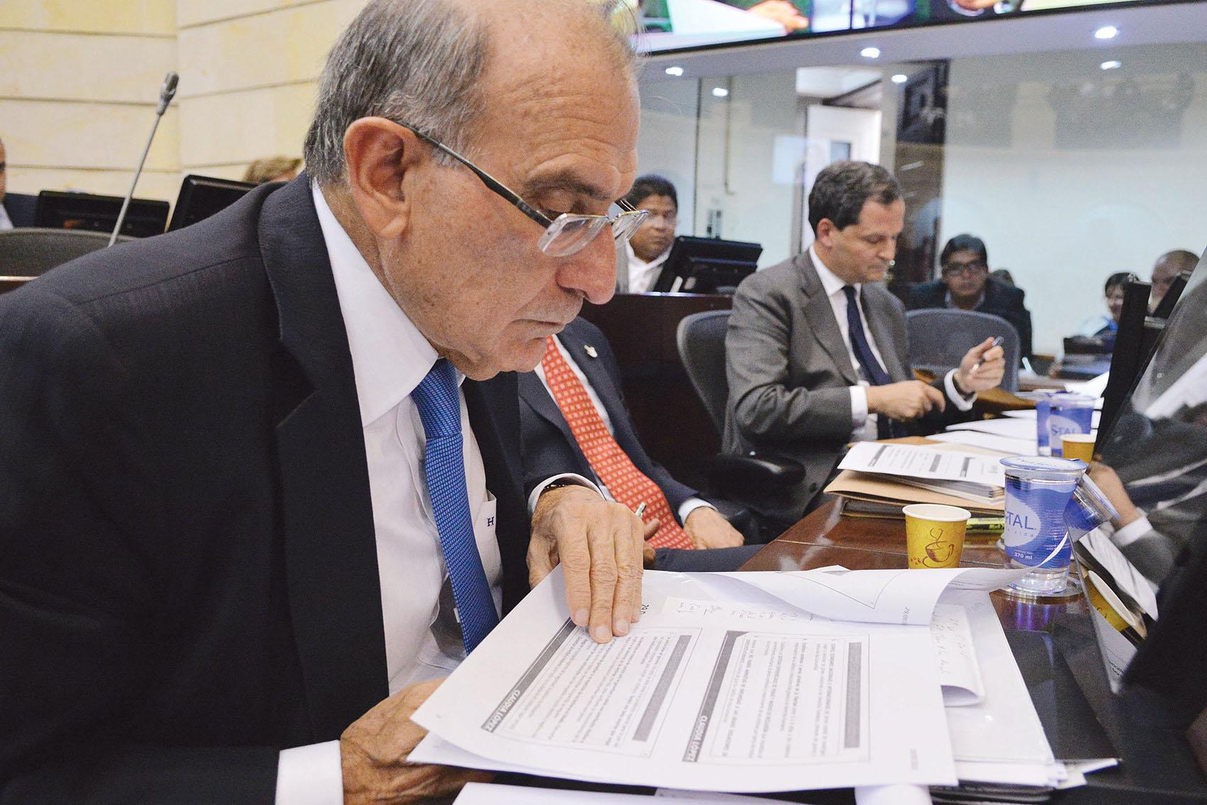 Colombia's chief peace negotiator Humberto de la Calle and Sergio Jaramillo, the Peace Commissioner.