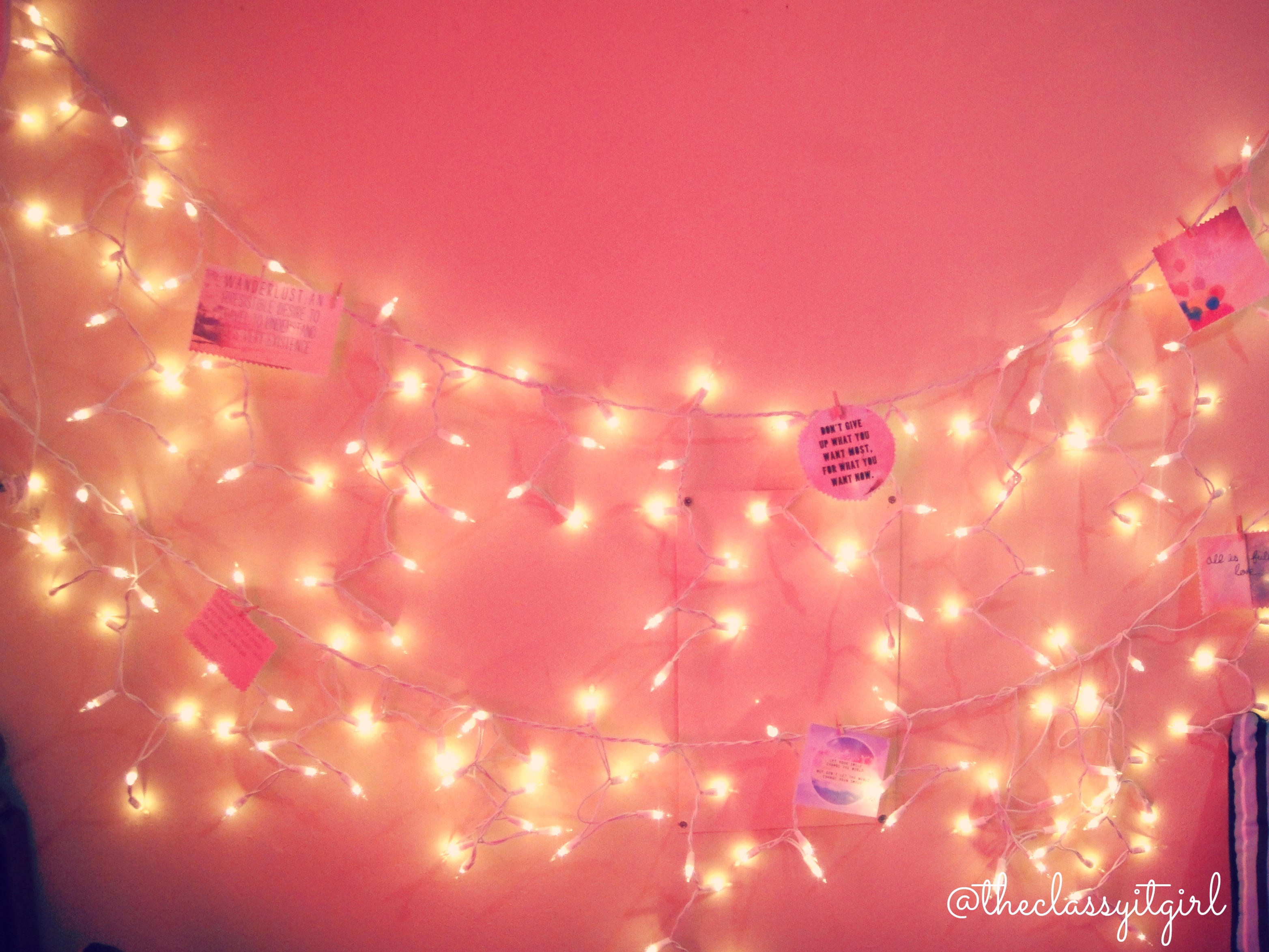 Dorm room fairy lights archives roxy james for Room decor with fairy lights