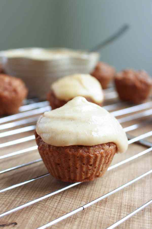 Vegan Carrot Cake Cupcakes with Cashew Frosting 9