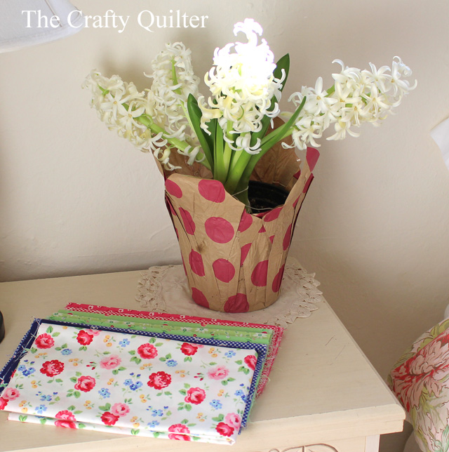 Fabric pull (Pam Kitty Garden) for Spring Petals QAL