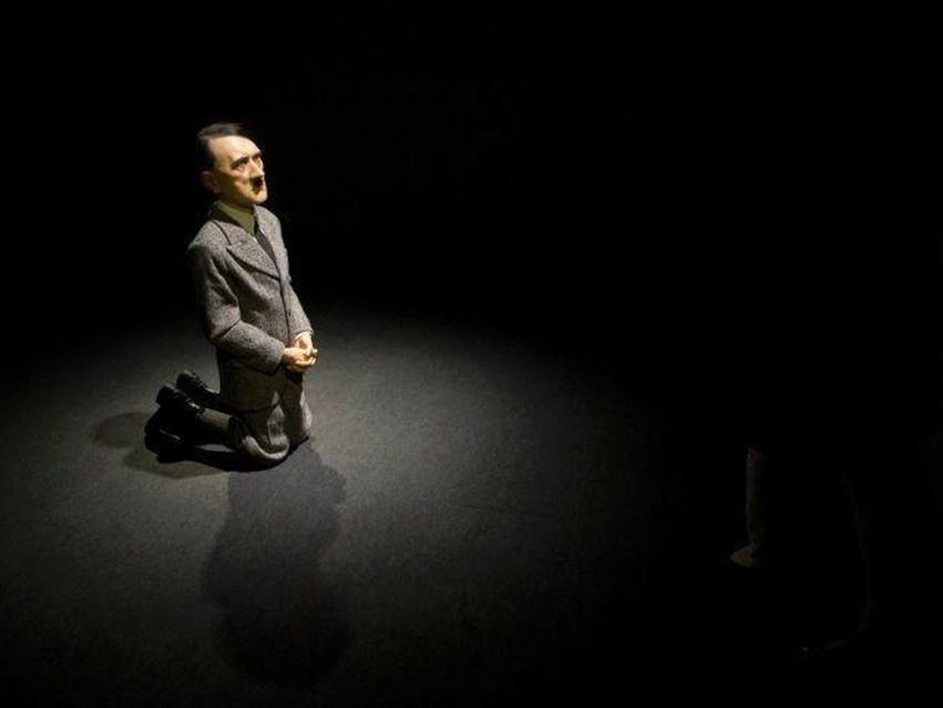 Him de Maurizio Cattelan 2001
