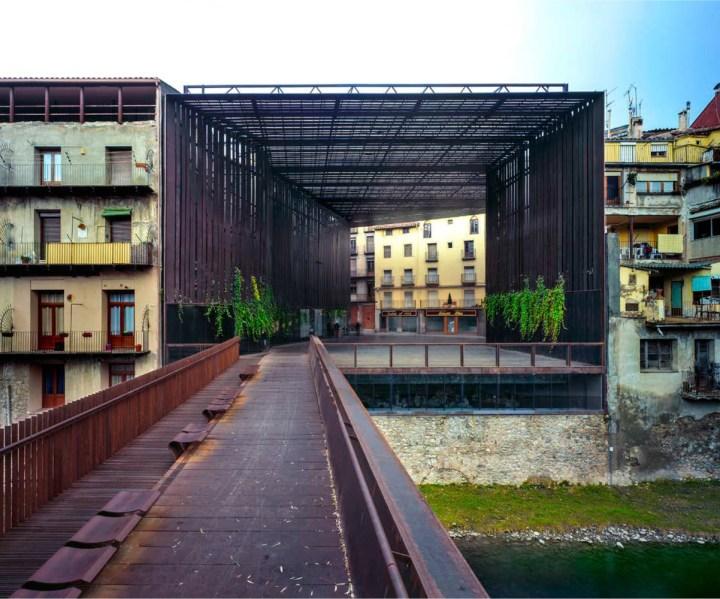 Plaza Teatro Lira, Ripoll, Girona. RCR Arquitectes