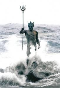 Luis Arencibia Betancort, Neptuno, 2001. Bronce, 4.20 m. Playa de Melenara, Telde, Gran Canaria. Fuente www.esculturaurbana.com