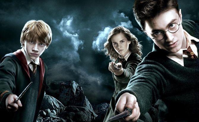 El camino del héroe es duro; se necesitan buenos amigos para superarlo. (Extraído de Harry Potter Wizarding World Weekly, autor desconocido)