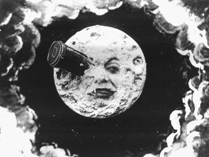 Si tu objetivo es La Luna haz un cohete de largo alcance (extraído de Viaje a La Luna, Georges Meliés) (2)