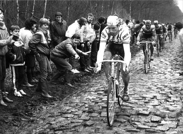 Sean Kelly Charges Across the Cobbles '84