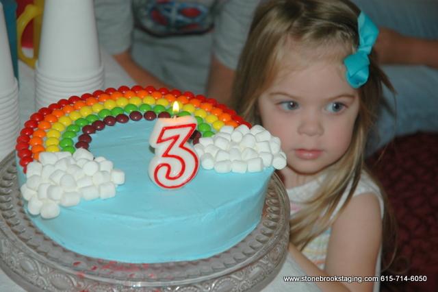 DSC 0629 Rainbow Birthday Party (Joan Walsh Anglund)
