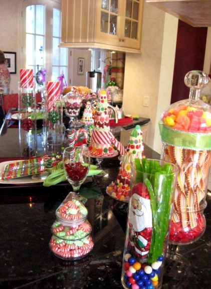 christmas candy displayed via southernhospitalityblog1 Decorating with Candy