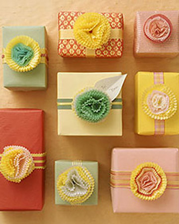 cupcake paper bows for wrapping Christmas Gift Wrap Inspiration