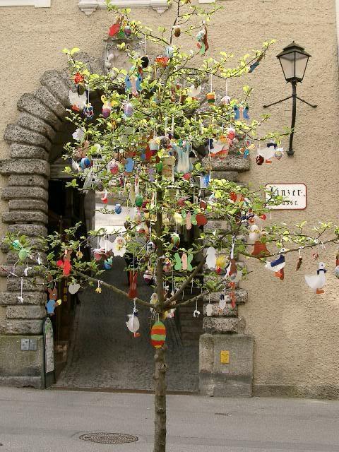 egg tree via travelwebshots Easter Egg Trees