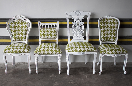 mismatched dining chairs from LikeThatOnes photostream via flickr Mismatched Dining Chairs