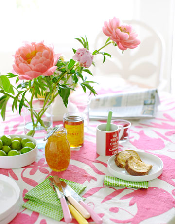 breakfast table via hb Colorful Beach House