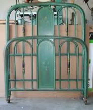 green iron bed via sacramento ebayclassifieds The Most Romantic Bed   No, Not a Waterbed