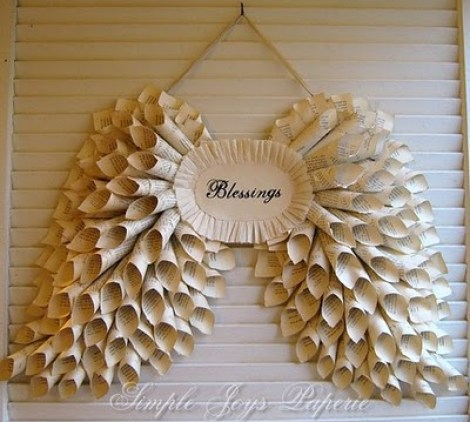 angel wings paper wreath by SimpleJoysPaperie 100 Paper Wreaths & Other Crafty Christmas Desires