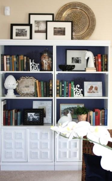 1fc6ccc20c45bb9933ad9b1db7697e3c 372x600 How to Style a Gorgeous Bookcase
