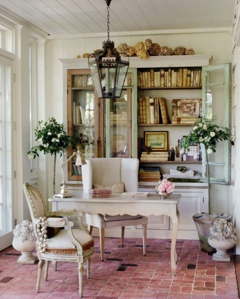 c76b7844928852ae66577482a764fd5f 483x600 How to Style a Gorgeous Bookcase