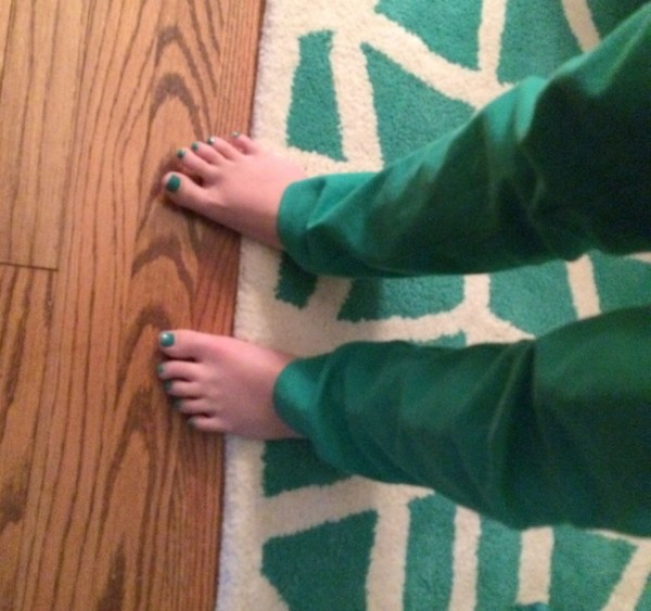 2014 10 10 14.11.18 600x563 The Big Crazy Green Rug in My Living Room and Welcome Mat Winners