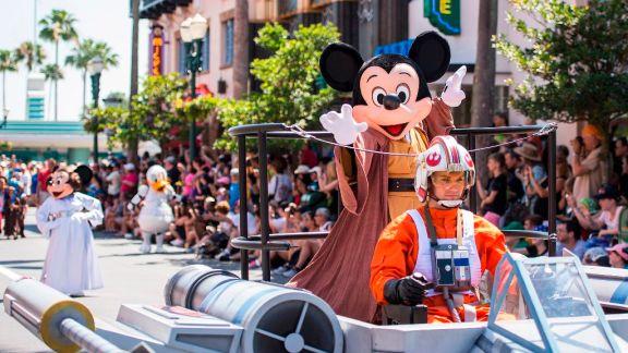 SWW Legends of the Force: Star Wars Celebrity Motorcade during Star WarsÊWeekends at Disney's Hollywood Studios