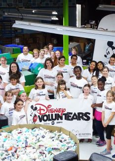 Walt-Disney-World-VoluntEARS-Celebrate-Earth-Month-With Service